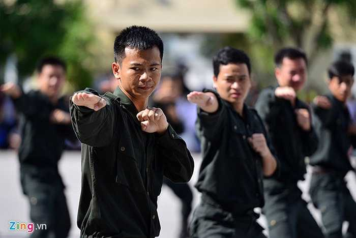 Việc thực hiện thuần thục, hiệu quả những tình huống đặt ra là nhờ các cán bộ, sinh viên Học viện Cảnh sát nhân dân thường xuyên rèn luyện với cường độ cao.