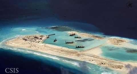 Hoạt động xây dựng đảo nhân tạo trái phép của Trung Quốc tại bãi ngầm Mischief (Đá Vành Khăn) thuộc quần đảo Trường Sa của Việt Nam. (Nguồn: CSIS)