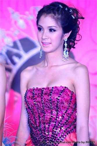 Tanyarat 'Film' Jirapatpakon được biết đến sau khi giành chiến thắng hai cuộc thi lớn là Miss Tiffany Universe 2007 và Miss International Queen 2007-2008. (Nguồn: Dân Việt)