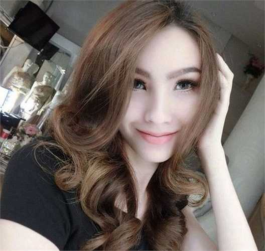 Hoa hậu chuyển giới 2012, Jele Panvilas rất đắt show thời trang, làm mẫu ảnh và tham gia các chương trình truyền hình thực tế.