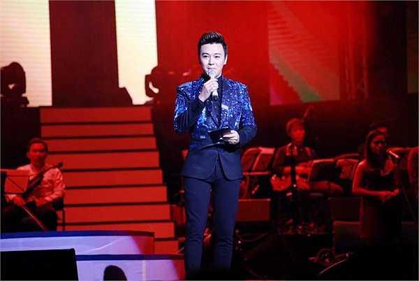 Nam ca sĩ Tuấn Ngọc nói: 'Tại sao MC mà đẹp trai quá vậy? Đã đẹp trai lại còn có duyên nữa'