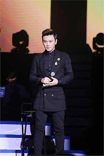 Với Phan Anh, Tuấn Ngọc là thần tượng của anh trên sân khấu,anh mê Tuấn Ngọc bởi vẻ đẹp quý ông rất khó tìm trong làng nhạc Việt.