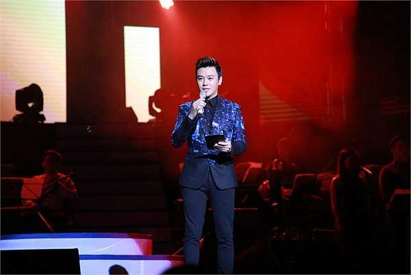 Là ca sĩ, nhưng Phan Anh lại rát đắt show MC, anh là MC được nhiều chương trình ca nhạc có hơi hướng hải ngoại ưa thích.