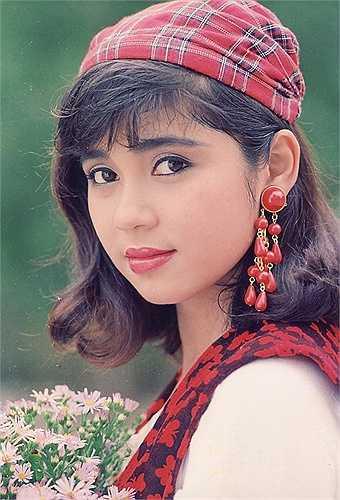 Việt Trinh được khán giả biết đến và yêu mến từnhững năm 90 với hàng loạt phim đượcchiếu trên màn ảnh nhỏ. Khi nhắc đến tên Việt Trinh, người ta thường gắn liền với những danh xưng hoa mỹ như 'minh tinh màn bạc', 'nữ hoàng phòng vé', 'mỹ nhân điện ảnh'…