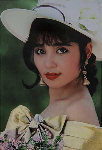 Nét đẹp mộc mạc, tinh khôi cùng đôi mắt biết nói của nữ diễn viên - đạo diễn tài ba và xinh đẹpnàyđã từng làm xao xuyến biết bao trái tim khán giả. Trên hết, chính diễn xuất tinh tế, tự nhiên trong các vai diễn đã giúp cái tên Việt Trinh sống mãi trong trái tim của nhiều thế hệ khán giả.