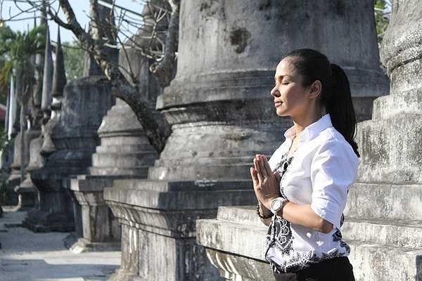 Việt Trinh từng nhiều lần chia sẻ rằng sức mạnh tinh thần giúp chị vượt qua những biến cố trong cuộc sống là niềm tin nơi Phật pháp. Từ đó, chị quyết định theo Phật và ăn chay. Chị từng được đề cử vào danh sách 300 Ngôi sao ăn chay hấp dẫn nhất thế giới của Tổ chức bảo vệ quyền lợi động vật (PETA) châu Á.