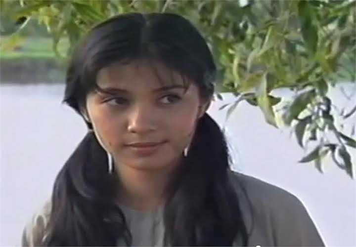 Nét ngây thơ, trong sáng với hình ảnh gái quê của Việt Trinh trong phim Công tử bạc liêu.