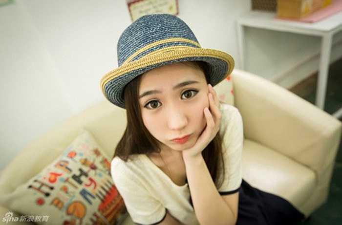 Theo Sina, ngoài công việc giảng dạy, cô giáo xinh đẹp này còn nhận một số hợp đồng làm mẫu ảnh bán chuyên. Ảnh: Sina