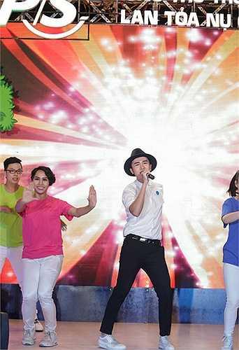 Hai ca sĩ nhí khác là Quỳnh Anh, Đức Anh cũng góp vui với những tiết mục âm nhạc đầy màu sắc: Liên khúc Trung Thu, Rước đèn tháng 8....