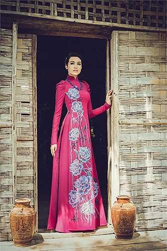 Ngắm gương mặt sáng giá cho ngôi vị Hoa hậu Hoàn Vũ Việt Nam 2015 dịu dàng trong bộ ảnh mới.