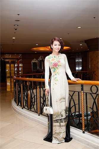 'Hơn nữa từng ngồi vị trí BGK cuộc thi Hoa khôi Doanh nhân 2014, tôi tự tin khẳng định đây là cuộc thi uy thi uy tín và chất lượng nhất hiện nay dành cho nữ doanh nhân Việt Nam'.