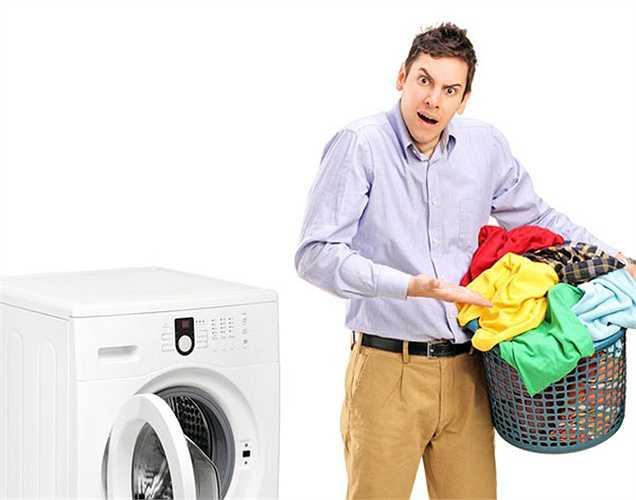 Mặc quần áo bẩn: Mặc quần áo có mùi hôi chưa giặt chứa vi khuẩn và mồ hôi; không phải là một điều lành mạnh.