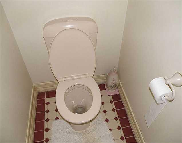Trì hoãn vệ sinh:  Một số người thậm chí còn trì hoãn khi buồn vệ sinh  khi vội đi làm vào buổi sáng. Đây là một thói quen không lành mạnh.
