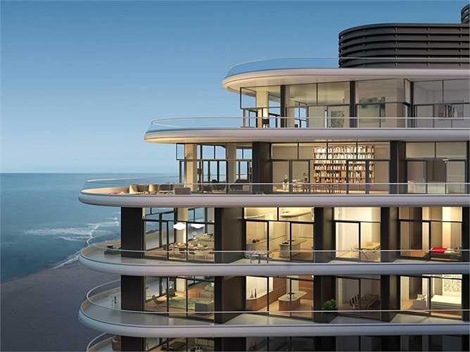 Căn penthouse này có không gian thoáng đãng đáng mơ ước nhìn ra bãi cát trắng dọc biển Miami.