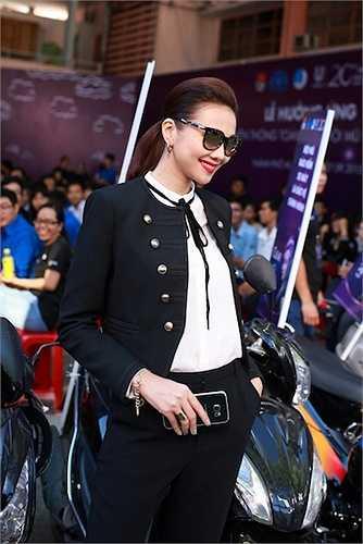 Thanh Hằng vừa có mặt tại Lễ hưởng ứng chiến dịch tuyên truyền 'Toàn dân đội mũ bảo hiểm đạt chuẩn' với chủ đề 'Đội mũ đạt chuẩn - Về nhà an toàn'.