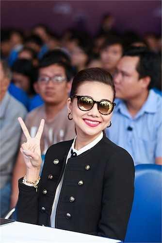 Nữ giám khảo VNTM luôn giữ nụ cười rạng rỡ trên môi.