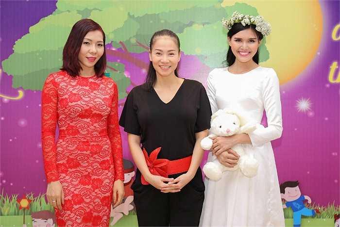 Nữ hoàng điền kinh Vũ Thị Hương, ca sỹ Thu Minh, Á hậu Kim Nguyên đến chung vui cùng các em nhỏ