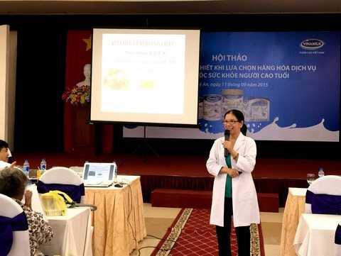 Bác sĩ Chuyên khoa I Nguyễn Thi Ánh Vân – Trung tâm Dinh dưỡng TP.HCM tư vấn chăm sóc sức khỏe cho người cao tuổi