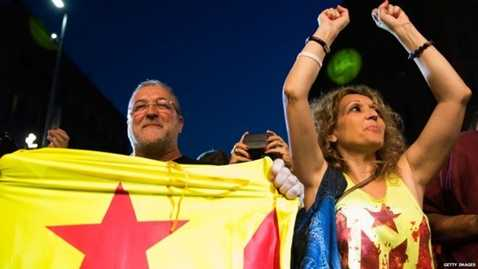 Người dân xứ Catalan ăn mừng sau khi kết quả bầu cử được công bố