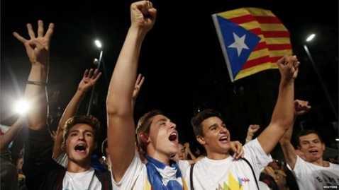Trong khi người dân xứ Catalan vui mừng thì Barca bị loại khỏi La Liga