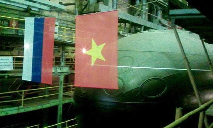Phần mũi tàu ngầm trong xưởng, trước lúc đưa ra hạ thuỷ.