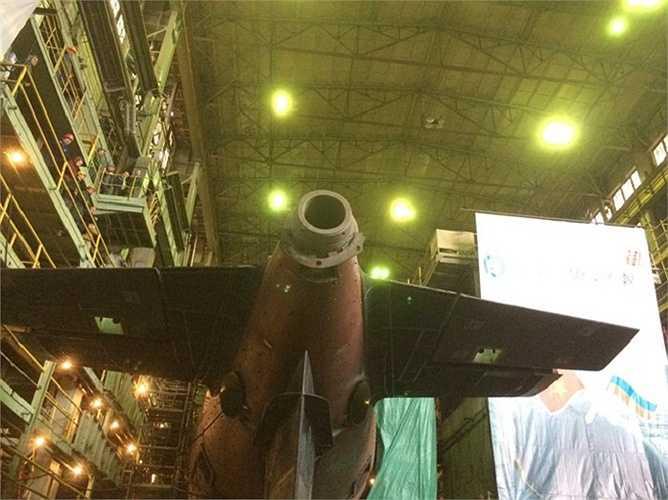 Phần đuôi tàu ngầm chuẩn bị gắn chân vịt.