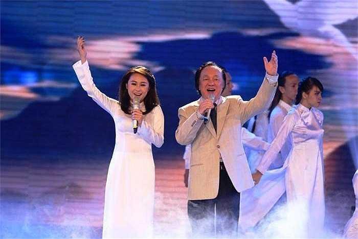 Lần góp giọng với ông nội - NSND Trung Kiên của cô bé gây ấn tượng mạnh với khán giả.