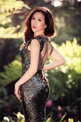 Gần tuổi tứ tuần nhưng Hoa hậu Thu Hoài vẫn giữ được vóc dáng thon gọn, quyến rũ.