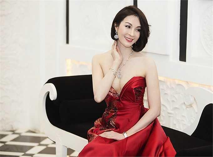Diễn viên, MC Thanh Mai đã bước qua tuổi 40 nhưng luôn được hâm mộ bởi nhan sắc tươi trẻ.
