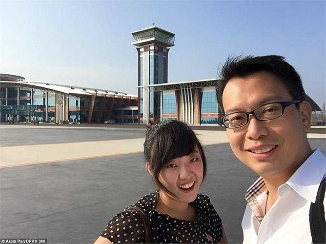 Nhiếp ảnh gia Aram Pan cùng 30 khách du lịch khác đã lên chuyến bay thương mại đầu tiên hạ cánh xuống sân bay quốc tế Wonsan
