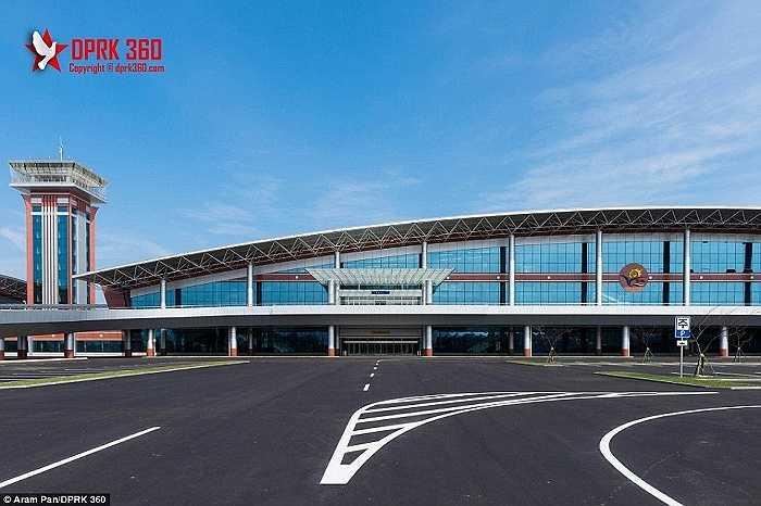 Đây là sân bay lớn thứ 2 ở Triều Tiên, chỉ sau sân bay quốc tế Sunan