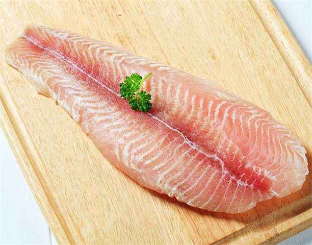 Cá: cũng làm giảm lượng muối dư thừa trong cơ thể. Trong đó chủ yếu là cá hồi và cá ngừ.