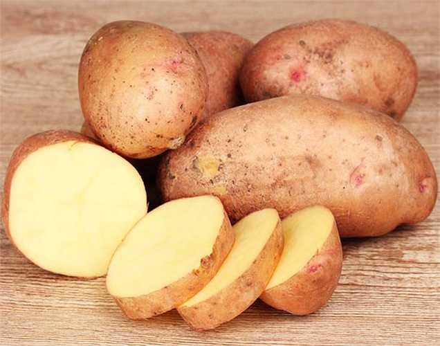 Khoai tây nướng: thực phẩm chứa kali cao trong vỏ ngoài khoai tây nướng là thực phẩm giúp cắt giảm muối trong cơ thể.