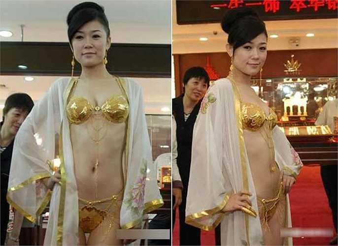 Trong hình là bộ đồ lót nặng 950 gram, trị giá 26.600 USD, do một công ty sản xuất đồ lót tại Thẩm Dương, Trung Quốc tạo ra trong vòng bốn tháng.