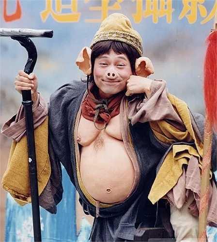 Lê Diệu Tường: Sau vai Chu Bá Thông (phim Anh Hùng xạ điêu 1996) tạo được ấn tượng, Lê Diệu Tường được TVB tin tưởng giao đảm nhận nhân vật Trư Bát Giới. Với diễn xuất hài hước, đặc biệt là câu nói: 'Đa tình tự cổ năng di hận. Dĩ hận miên miên vô tuyệt kỳ', Trư Bát Giới của Lê Diệu Tường mang đậm tính giải trí, rất được khán giả yêu thích.
