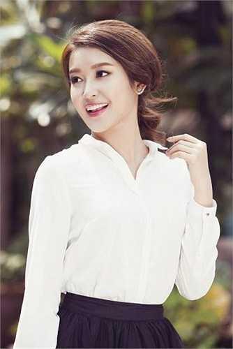 Sở hữu gương mặt trong sáng, Huyền My gắn với phong cách thanh lịch, dịu dàng kể từ sau cuộc thi Hoa hậu Việt Nam 2014.