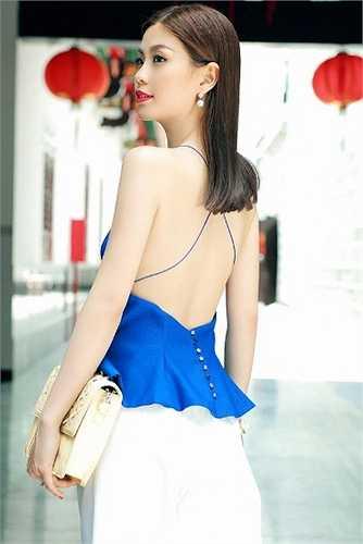 Diễm Trang gợi cảm khoe lưng trần nuột nà.