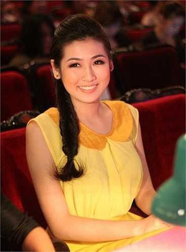 Dương Tú Anh trở thành Á hậu Việt Nam 2012 khi còn đang là một sinh viên. Cô thường xuất hiện với hình ảnh hiện đại, quyến rũ của một phụ nữ hiện đại