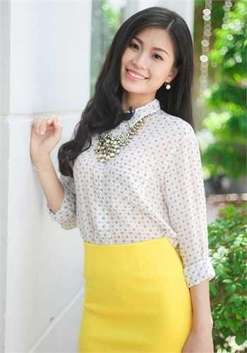 Cũng giống như Hoàng Anh, Diễm Trang – Á hậu Việt Nam 2014 đi theo phong cách thanh lịch và khá 'kín cổng cao tường' sau khi đăng quang