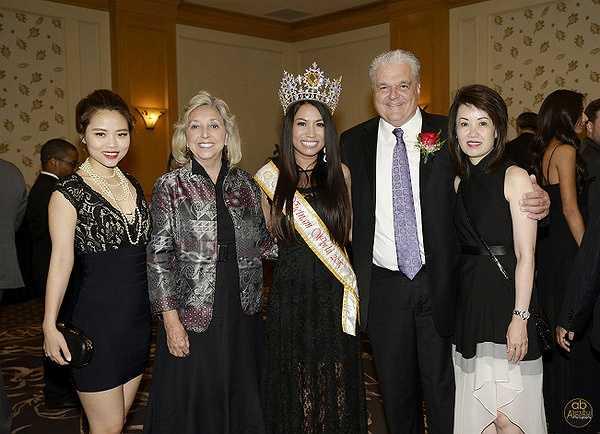 Nhièu năm nay, các hoa hậu quý bà Mỹ luôn giành được những thứ hạng cao trong cuộc thi Hoa hậu quý bà thế giới, điều đó càng khiến hoa hậu Kelly Trang trần cố gắng hơn.