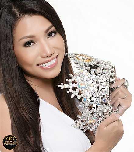 Tuy nhiên, Hoa hậu Kelly Trang Trần cũng xác định đây là 'đối thủ' nặng ký của mình trong cuộc thi Hoa hậu quý bà thế giới 2015.