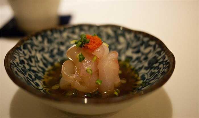 5. Masa, New York, Mỹ (900 USD/2 người, 20-25 món): Masa Takayama là đầu bếp sushi nổi tiếng, đang điều hành nhà hàng Masa ở New York. Nhà hàng phục vụ những món ăn Nhật chất lượng cao nhất ở Mỹ như cơm Italia cuộn với nấm truffle, gan ngỗng nấu trong nồi đất.