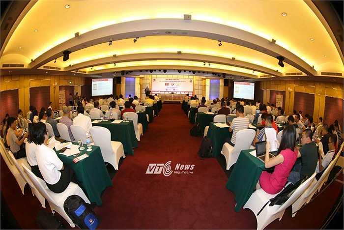 Cuộc họp tổng kết diễn ra thẳng thắn và báo chí đã có một buổi làm việc thoải mái, chạm đến nhiều vấn đề nhạy cảm của VPF, VFF. (Ảnh: Quang Minh)
