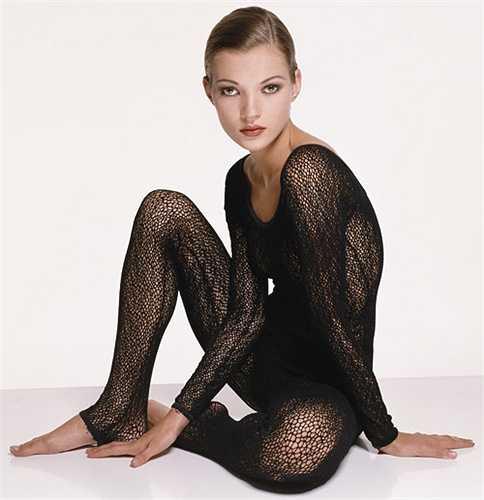 Theo như nhiều chuyên gia nhân xét, những năm 1990 được coi là thời điểm vàng của người mẫu thời trang khi xuất hiện rất nhiều vẻ đẹp tuyệt mỹ từ khuôn mặt cho tới vóc dáng. Cùng điểm mặt 10 siêu mẫu sexy bậc nhất thập niên 90, chắc chắn giới mộ điệu sẽ bắt gặp nhiều gương mặt quen thuộc và vẫn nổi đình nổi đám cho đến tận bây giờ.