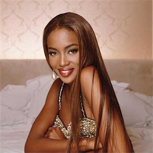 4. Naomi Campbell: Khi 7 tuổi, Naomi Campbell đã xuất hiện trong một video ca nhạc của danh ca Bob Marley, và đến năm 16 là trang bìa tạp chí Elle phiên bản Anh.