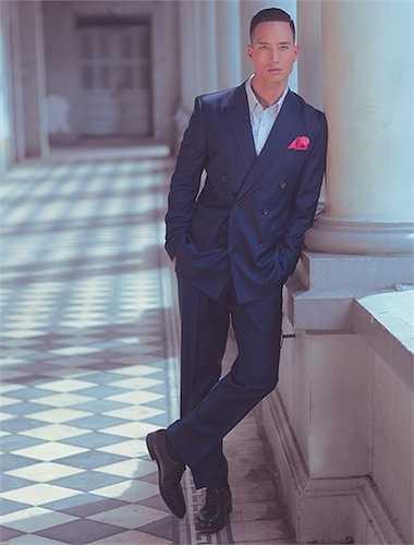 Hình ảnh quý ông thời thượng trong những bộ vest lịch lãm được diễn viên Kim Lý thể hiện đầy quyến rũ.