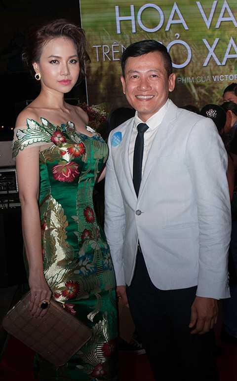 Cô đến tham dự sự kiện cùng lúc với nhiếp ảnh gia Quốc Huy.