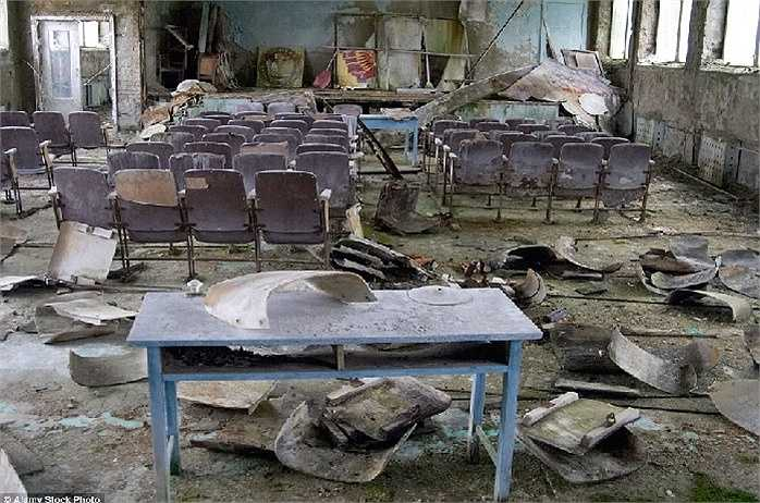 Thị trấn Pripyat, Ukraine: Hình ảnh tan hoang của một lớp học bị bỏ rơi trong 'thị trấn ma' này