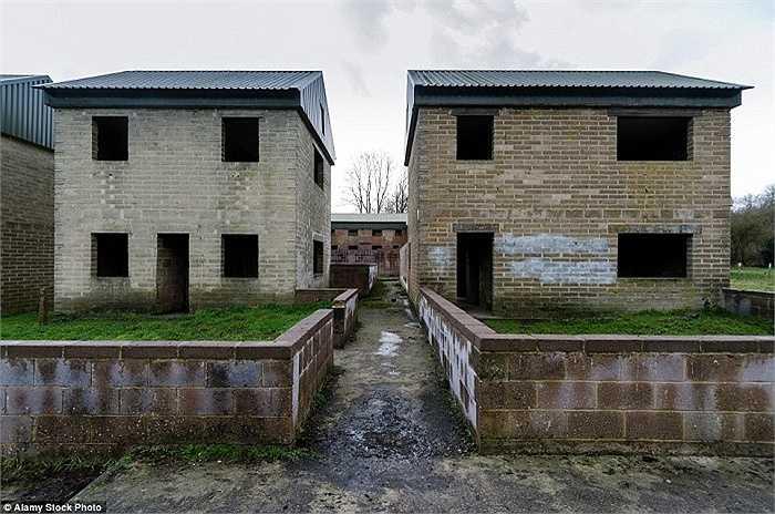 Người dân ở làng Imber nằm trên đồng bằng Salisbury, Wiltshire, Anh đi sơ tán vào tháng 12/1943 khi quân đội Đồng Minh chuẩn bị vào châu Âu