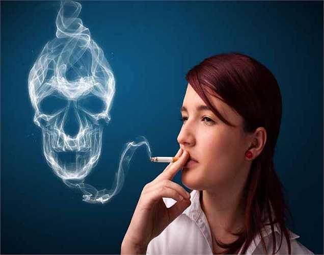 Hút thuốc: thói quen này có thể làm giảm khối lượng xương và thậm chí có thể dẫn đến chứng loãng xương sau này.